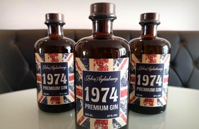 1974 Premium Gin John Aylesbury